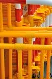 Balustre jaune et rouge de circulation dans le groupe Photos libres de droits