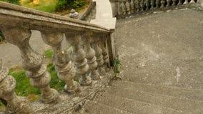 Balustres de vintage Escalier du vieux palais, 4k, mouvement lent banque de vidéos