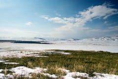 Balzi nelle montagne dei Urals del sud Immagine Stock