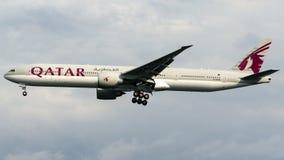 A7-BAM卡塔尔航空,波音777-300 免版税库存图片