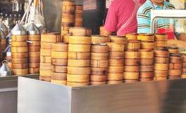Bambù tradizionale cinese per la cottura a vapore del Dimsum dentro Immagini Stock Libere da Diritti