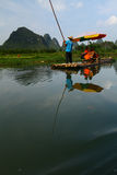 Bambú que transporta en balsa en Li River imagen de archivo