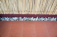 Bambú, teja y piedra Imagenes de archivo