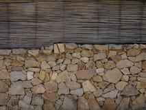 Bambú y pared de la roca Imagen de archivo libre de regalías