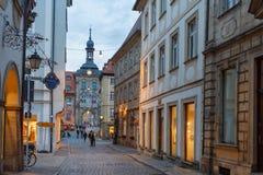Bamberg, czerwiec 21, 2015: Lato wieczór w historycznym centrum mieście bavaria zdjęcia stock