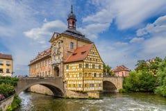 Bamberg Vieux hôtel de ville (1461), caporal House (1668) et le pont supérieur (1453) photographie stock libre de droits