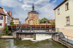 Bamberg Vieux hôtel de ville, caporal House, le barrage et le pont sur la rivière de Regnitz photographie stock