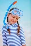 Bambina adorabile alla spiaggia Immagini Stock Libere da Diritti
