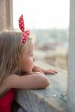 Bambina adorabile sul tetto del duomo, Fotografia Stock