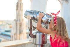 Bambina adorabile sul tetto del duomo, Fotografie Stock