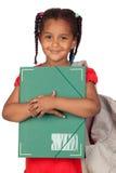 Bambina africana con un dispositivo di piegatura e uno zaino Fotografia Stock