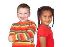 Bambina africana e bambino biondo caucasico Fotografia Stock Libera da Diritti