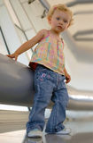 Bambina all'insieme industriale fotografia stock libera da diritti