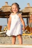 Bambina alla spiaggia Immagini Stock