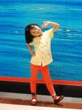Bambina asiatica su priorità bassa blu Fotografia Stock