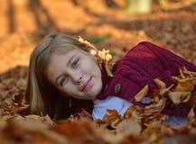 Bambina in autunno Fotografia Stock Libera da Diritti