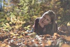 Bambina in autunno Immagini Stock Libere da Diritti