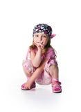 Bambina in bandana su priorità bassa bianca Fotografie Stock
