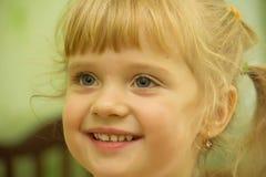 Bambina bionda sveglia Fotografia Stock
