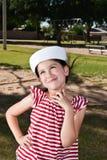 Bambina in cappello del marinaio Immagini Stock Libere da Diritti