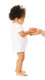Bambina che cattura un fiore dalla donna \ 'dalla s ha Fotografia Stock Libera da Diritti