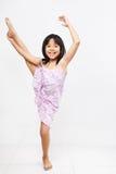 Bambina che fa allungamento Fotografia Stock Libera da Diritti
