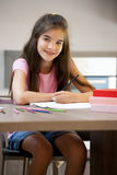 Bambina che fa il suo lavoro Immagine Stock
