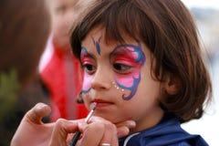 Bambina che fa il suo verniciare fronte Fotografie Stock