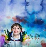 Bambina che gioca con i colori Fotografia Stock