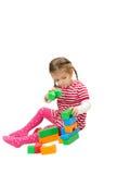 Bambina che gioca con i cubi Fotografie Stock Libere da Diritti