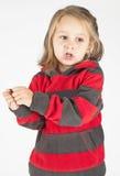 Bambina che gioca con le mani immagine stock