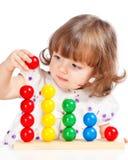 Bambina che gioca con le sfere Fotografia Stock