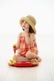 Bambina che gioca con lo strumento del giocattolo Fotografia Stock Libera da Diritti
