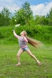 Bambina che gioca volano Immagini Stock