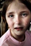 Bambina che grida con le rotture immagine stock