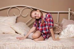 Bambina che imbroglia nello studio Fotografia Stock Libera da Diritti