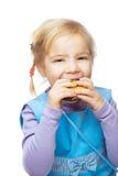 Bambina che mangia focaccina Fotografia Stock