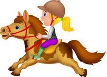 Bambina che monta un cavallo del cavallino Fotografia Stock Libera da Diritti