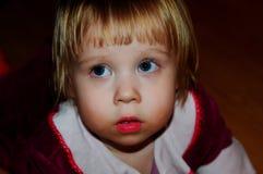 Bambina che posa per il fotografo fotografia stock libera da diritti