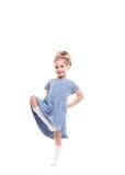 Bambina che posa su un bianco fotografie stock