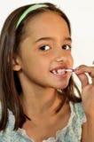 Bambina che pulisce i suoi denti Immagine Stock Libera da Diritti