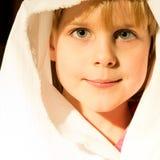 Bambina che si prepara per il gioco di natività Fotografia Stock Libera da Diritti