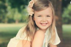 Bambina che sorride nella luce morbida Fotografia Stock Libera da Diritti
