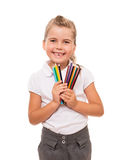 Bambina che tiene alcune matite variopinte su bianco Fotografia Stock