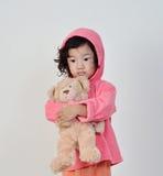 Bambina che tiene l'orso Fotografia Stock