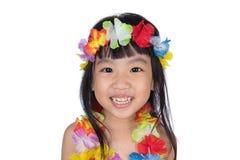 Bambina cinese asiatica in costume hawaiano Fotografie Stock Libere da Diritti