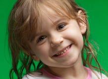Bambina con capelli bagnati Fotografie Stock Libere da Diritti