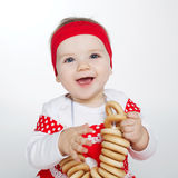 Bambina con gli pane-anelli immagini stock
