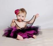 Bambina con i branelli neri Fotografia Stock
