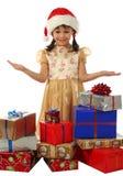 Bambina con i contenitori di regalo di natale del lotto Immagine Stock Libera da Diritti
